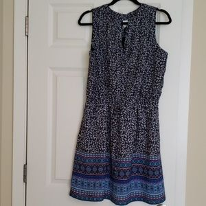 GAP Sleeveless dress with tie waist and 2 pockets.